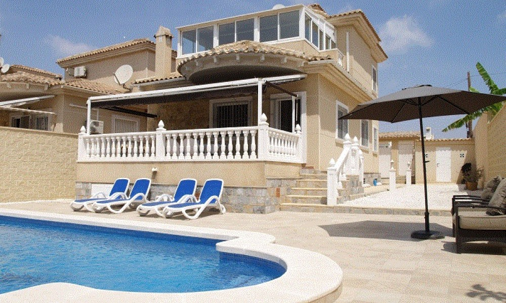 Villa en La Siesta con piscina por 280.000 euro