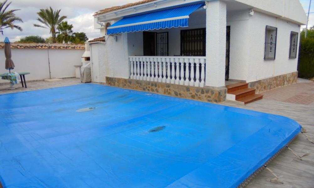 Chalet Independiente en Los Balcones con parcela 350m2 y piscina privada