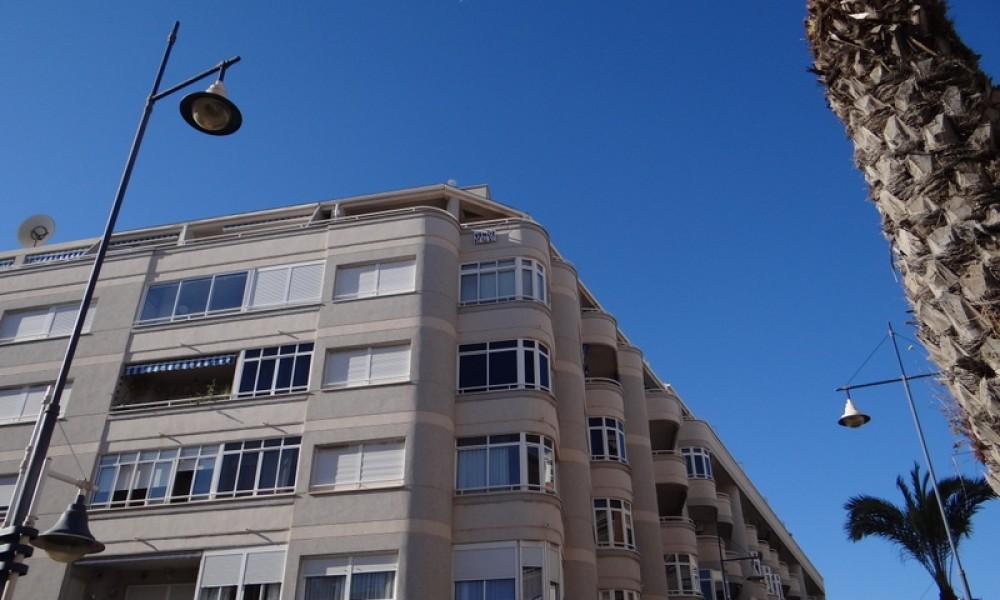 Atico en  Torrevieja avda Habaneras con vistas al mar 133.000€
