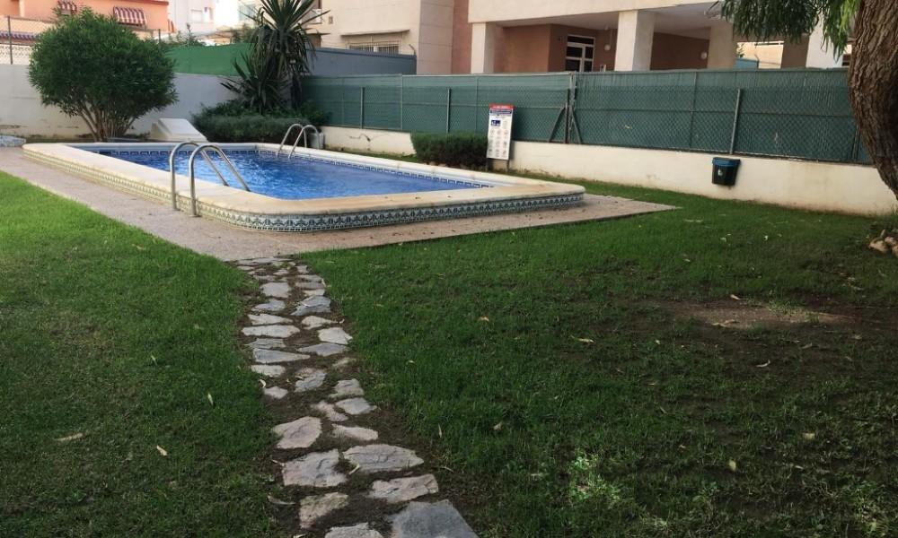 Apartamento con 2 dormitorios en Torrevieja por 54.000€